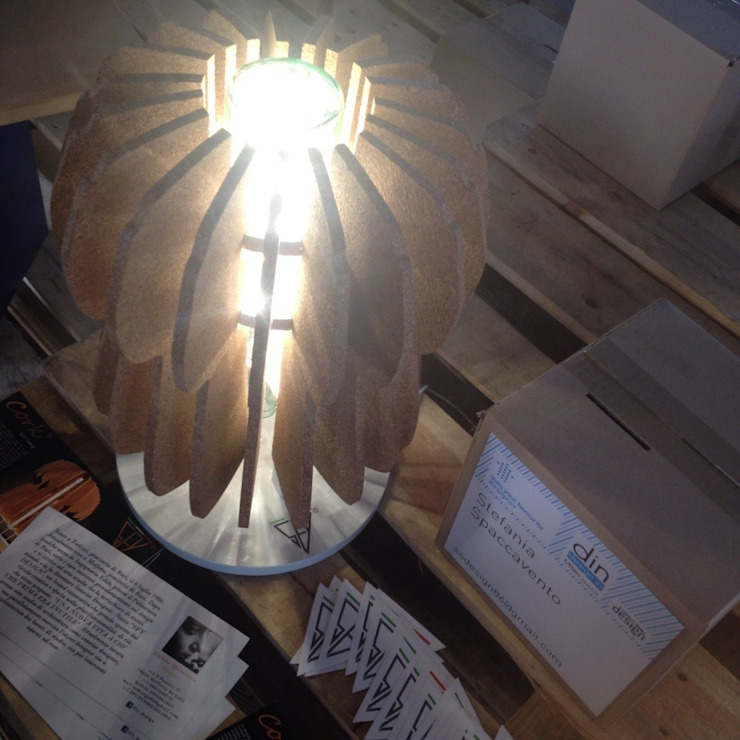 """<q class=""""-first"""">Cork… l'eco-lamp</q> ..illumina, arreda, ispira.. Negozi & Locali commerciali in stile eclettico di Stefania Spaccavento Eclettico"""