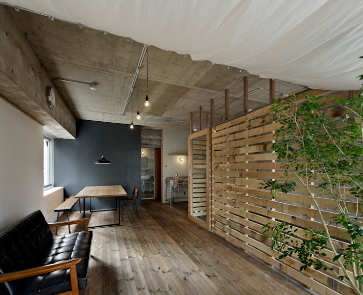 Woonkamer door 蘆田暢人建築設計事務所 ​Ashida Architect & Associates,
