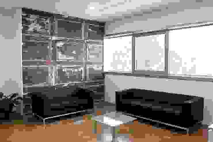 sala attesa Complesso d'uffici moderni di OGARREDO Moderno