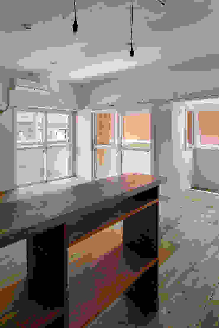 西葛西の住居 インダストリアルデザインの リビング の 蘆田暢人建築設計事務所 Ashida Architect & Associates インダストリアル