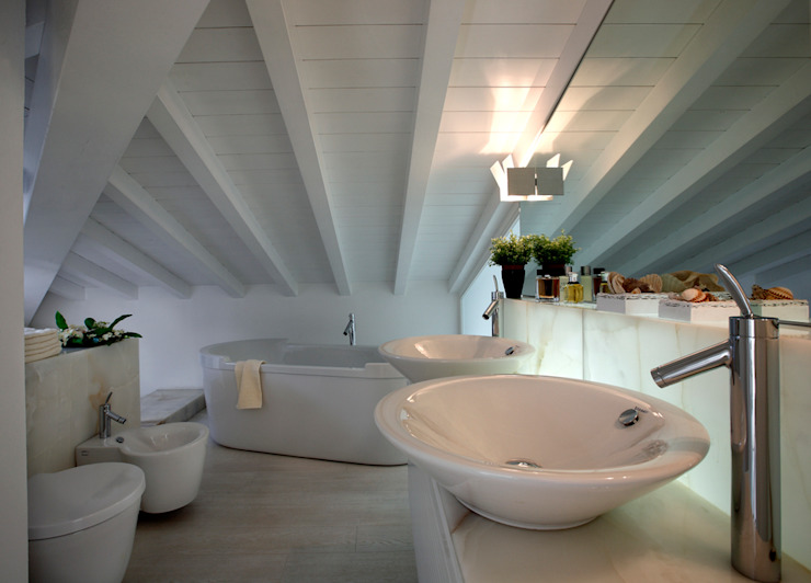 Modern Bathroom by Michelangelo Chiti Architetto Modern