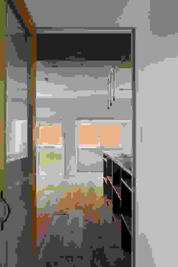 西葛西の住居 インダストリアルな 窓&ドア の 蘆田暢人建築設計事務所 Ashida Architect & Associates インダストリアル