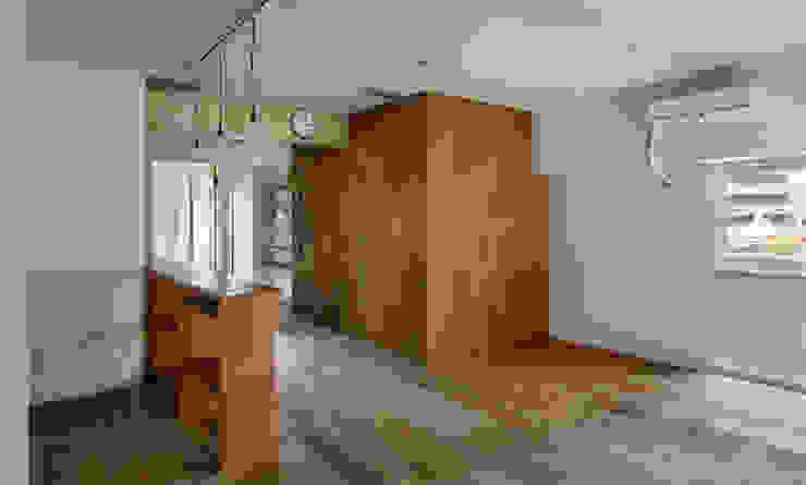 西葛西の住居 ラスティックスタイルな 壁&床 の 蘆田暢人建築設計事務所 Ashida Architect & Associates ラスティック