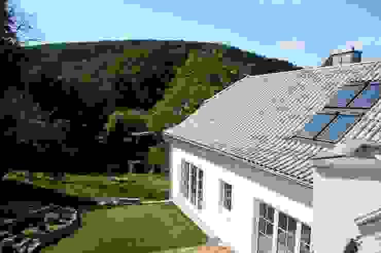 Traumhafte Lage und wunderschöner Garten von Rimini Baustoffe GmbH Mediterran