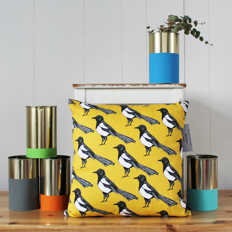 Mischievous Magpie Cushion por martha and hepsie ltd Moderno