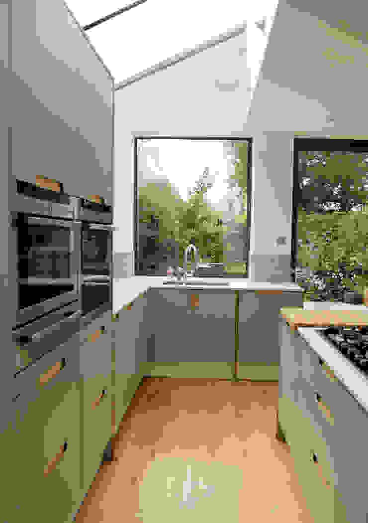 Birch Ply & Grey 'Fox' coloured Formica Kitchen Modern kitchen by Matt Antrobus Design Modern