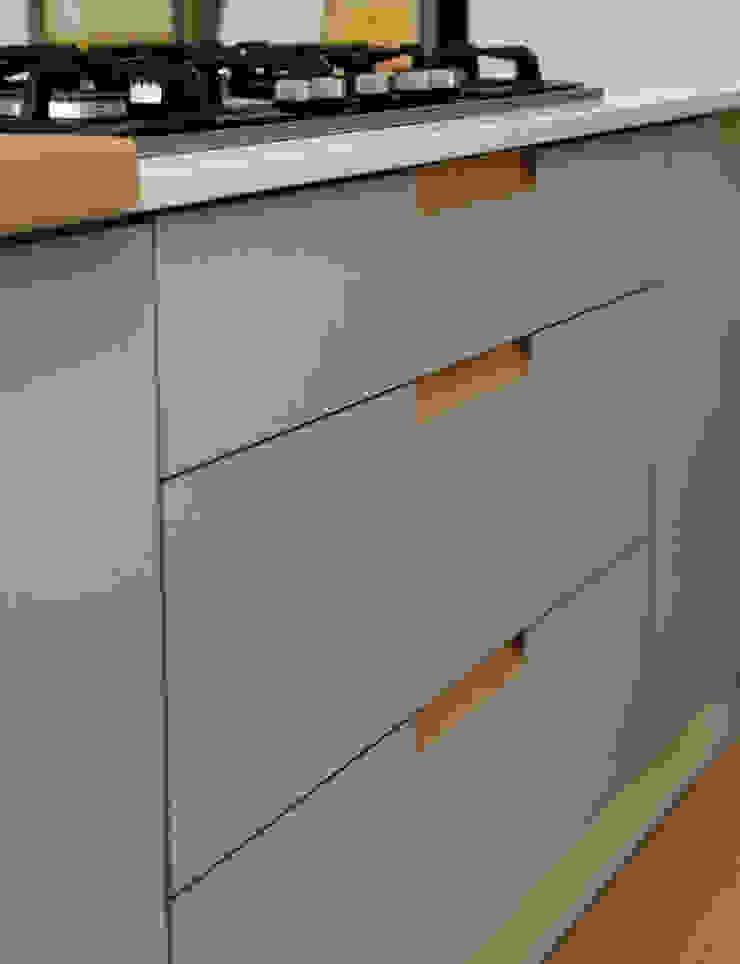 Birch Ply & Grey 'Fox' coloured Formica Drawerfronts: minimalist  by Matt Antrobus Design, Minimalist