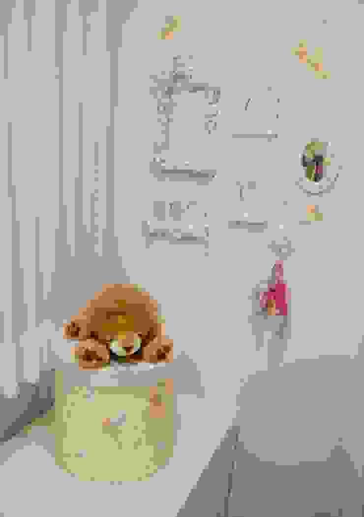 Projeto arquitetônico de interiores para residencia unifamiliar. (Fotos: Lio Simas) Quarto infantil eclético por ArchDesign STUDIO Eclético