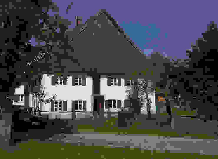Fassade gartenseitig vor Sanierung von heidenreich architektur