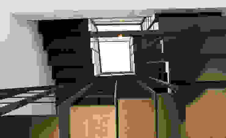 LOFT A MILANO Case moderne di BIFFI BONATO CLAUSETTI ARCHITETTI Moderno