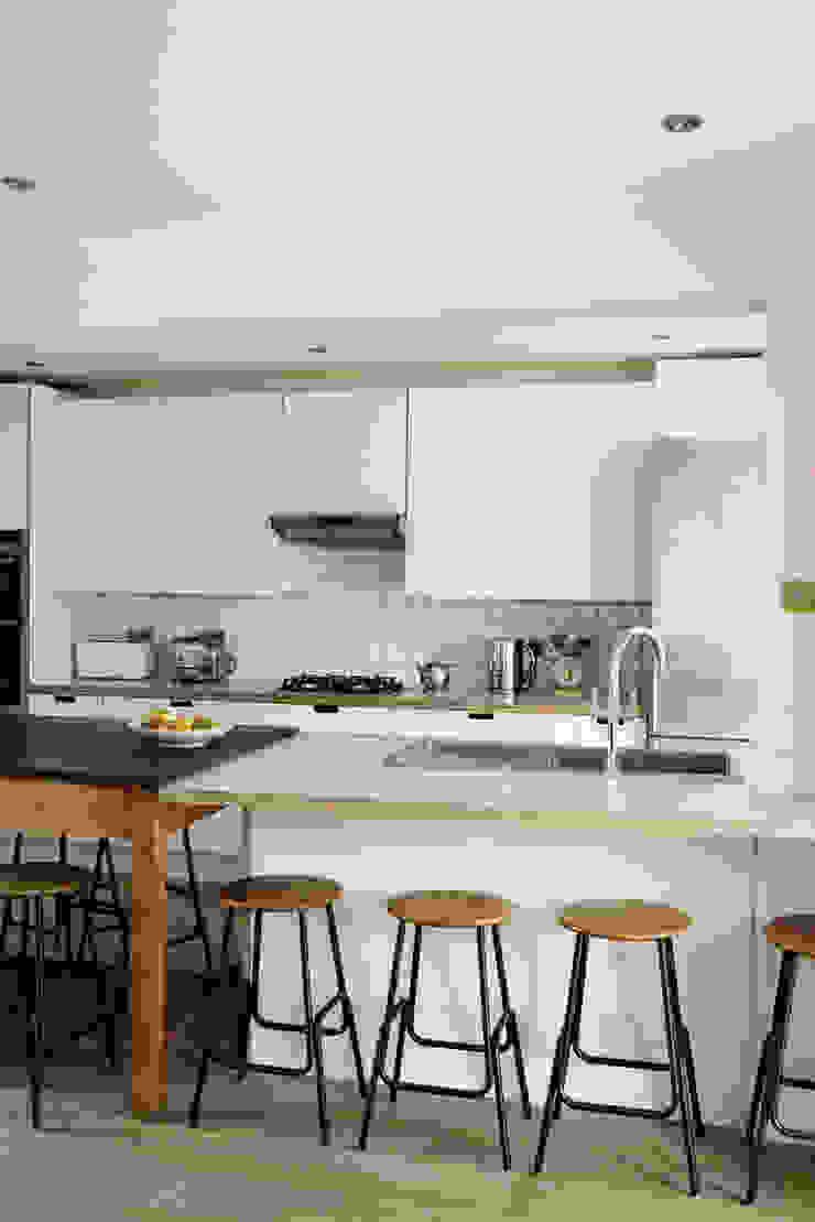 Birch ply and formica kitchen Modern kitchen by Matt Antrobus Design Modern