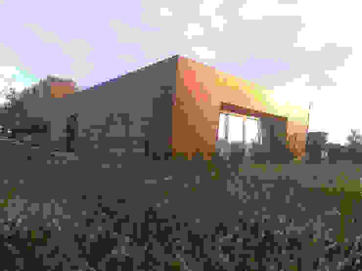 FACHADA VENTILADA Casas de estilo moderno de CUOCO Moderno
