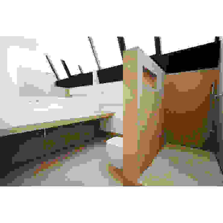 Loft in zona Savona a Milano Bagno moderno di Studio fase Moderno