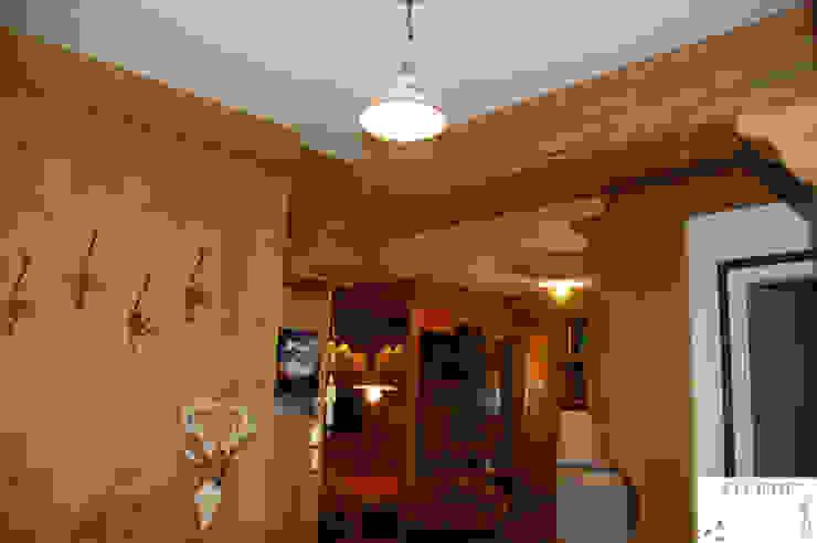 L'ingresso Ingresso, Corridoio & Scale in stile rustico di Arredamenti Brigadoi Rustico