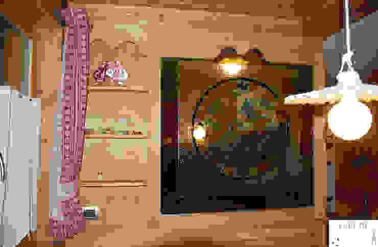 Parete divisoria zona pranzo - cucina Soggiorno in stile rustico di Arredamenti Brigadoi Rustico
