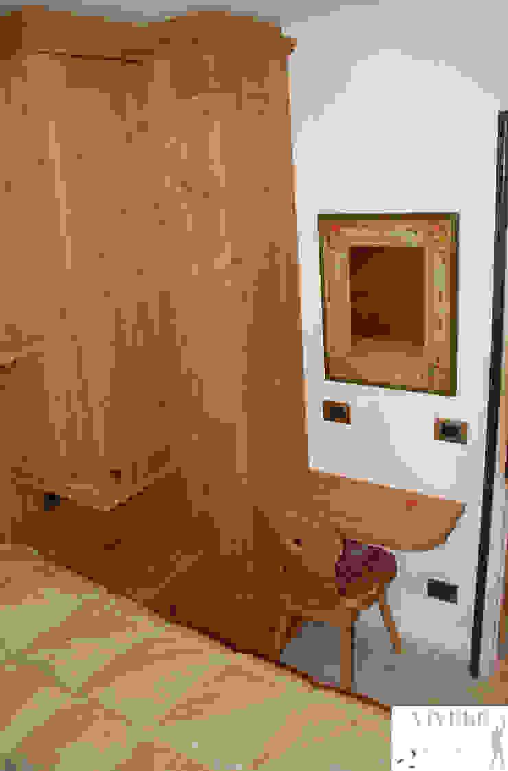 Camera Camera da letto in stile rustico di Arredamenti Brigadoi Rustico