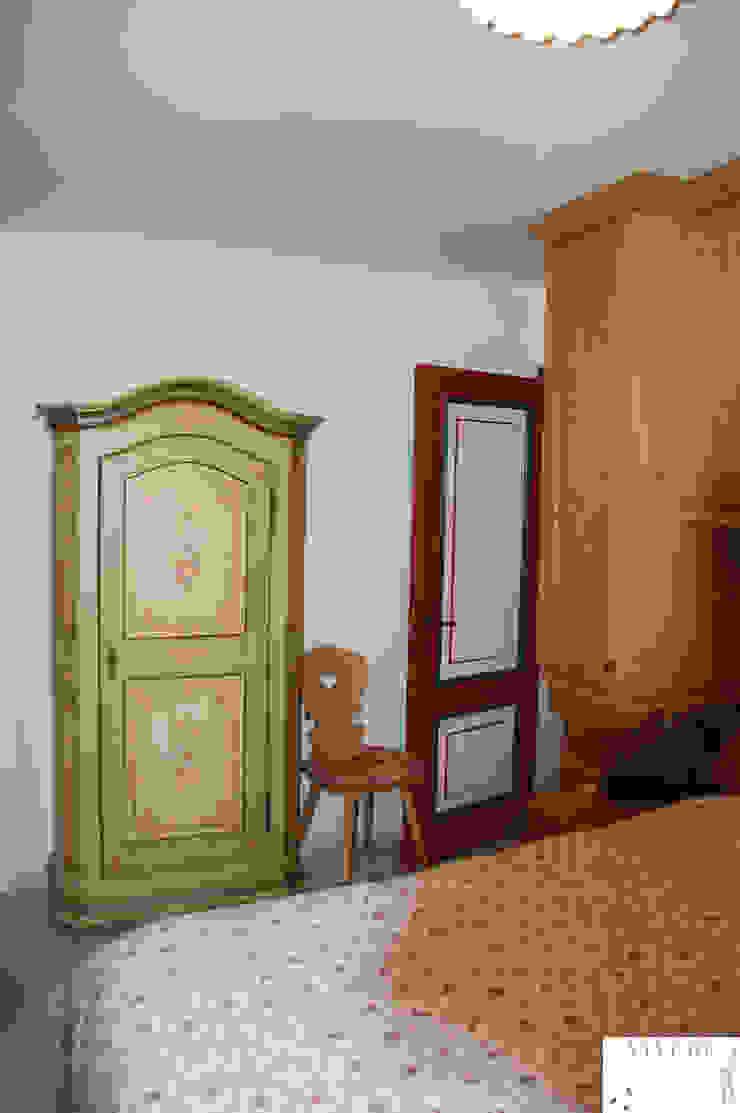 Camera padronale Camera da letto in stile rustico di Arredamenti Brigadoi Rustico