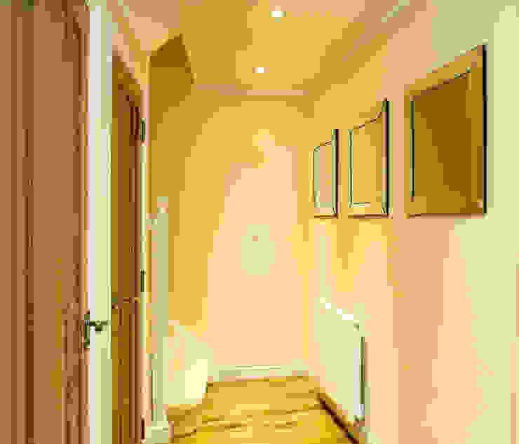 Corridor, Hallway Pasillos, vestíbulos y escaleras modernos de Lujansphotography Moderno