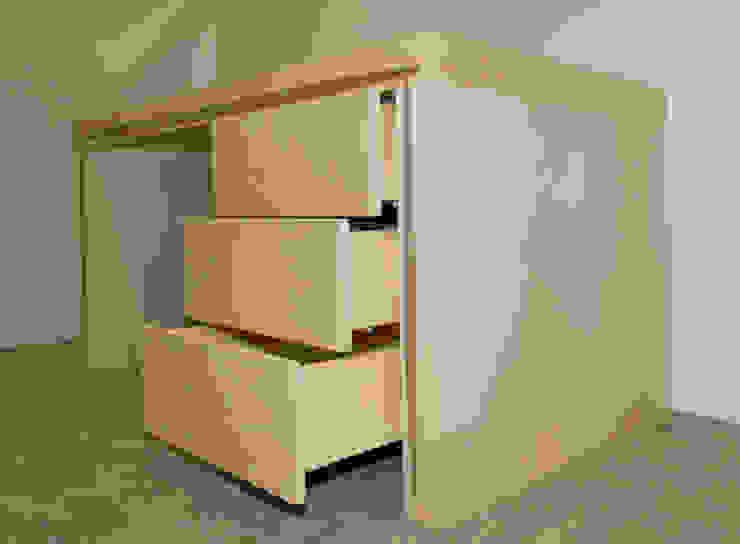 Mesa de oficina/despacho/estudio con tres cajones en haya y nervio nogal de Lenervo Moderno