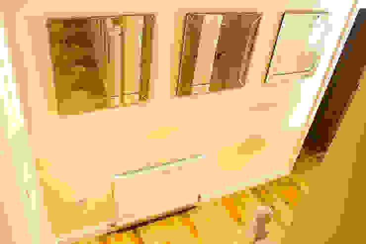 Hallway Pasillos, vestíbulos y escaleras modernos de Lujansphotography Moderno