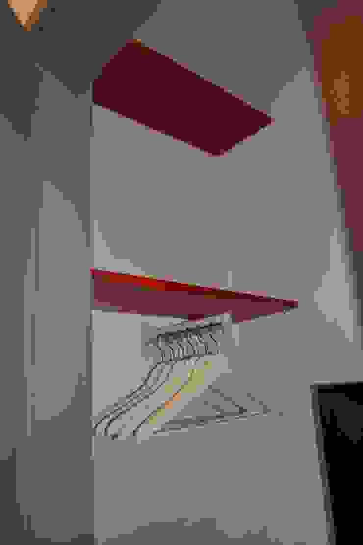 Cabina armadio Spogliatoio moderno di LUTOPIE Luisa Bernasconi Moderno