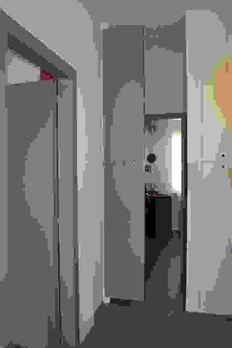 Zona giorno Finestre & Porte in stile moderno di LUTOPIE Luisa Bernasconi Moderno