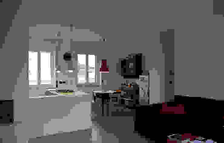 Salas / recibidores de estilo  por andrea nicolini architetto, Minimalista