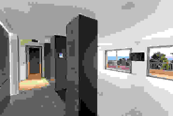 vue sur salon Salon moderne par BARONBARON Moderne