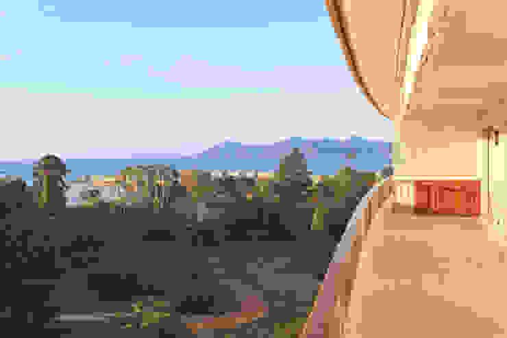 vue depuis la terrasse 02 Balcon, Veranda & Terrasse classiques par BARONBARON Classique
