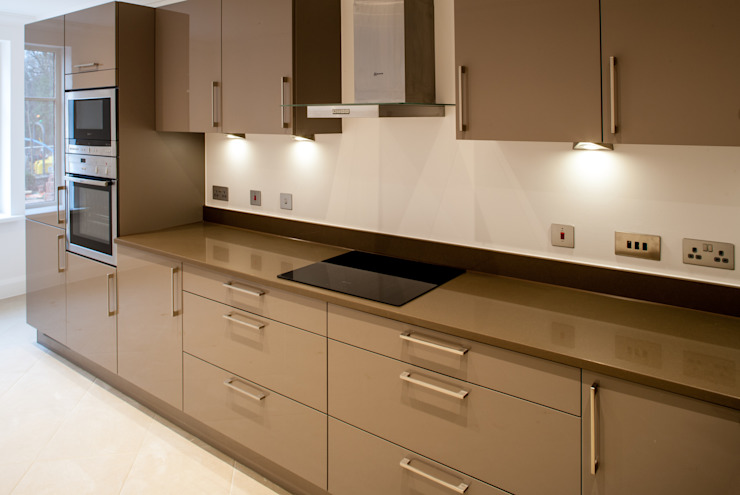 Show Flat in Ascot Modern kitchen by Lujansphotography Modern