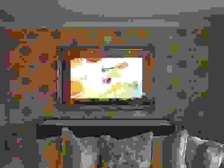 Traditional Framed Mirror TV Designer Vision and Sound Soggiorno eclettico