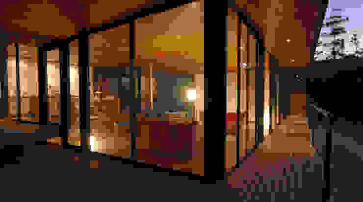 Die Aussenterrasse Minimalistischer Balkon, Veranda & Terrasse von scoopstudio Minimalistisch