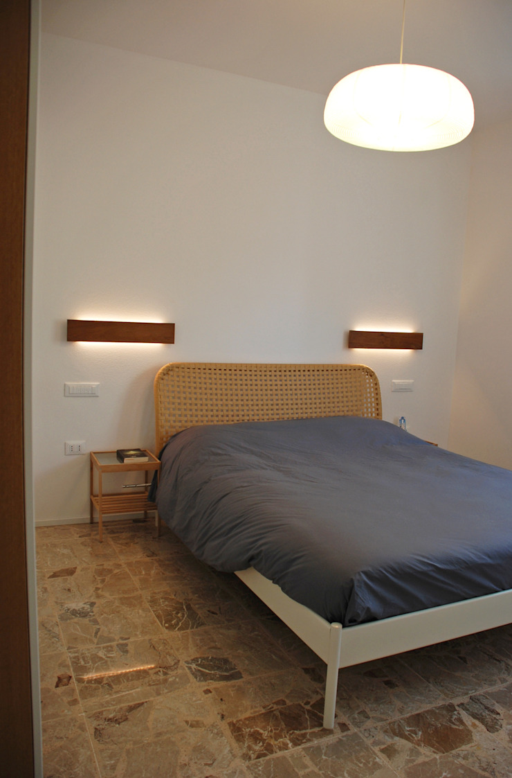 Appartamento sul lago Bagno minimalista di studio 'dragora architettura e paesaggio Minimalista