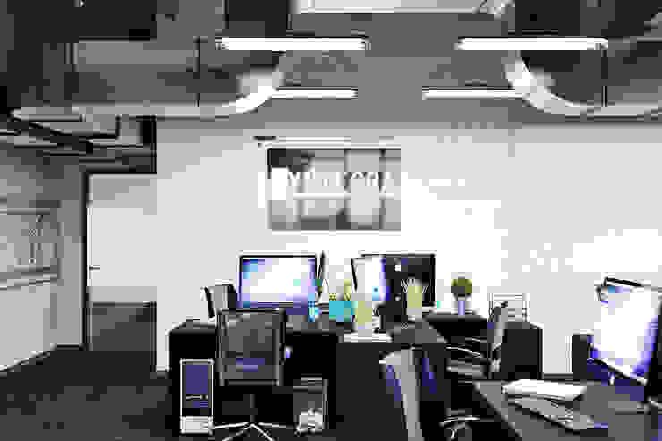by Студия дизайна Interior Design IDEAS Minimalist