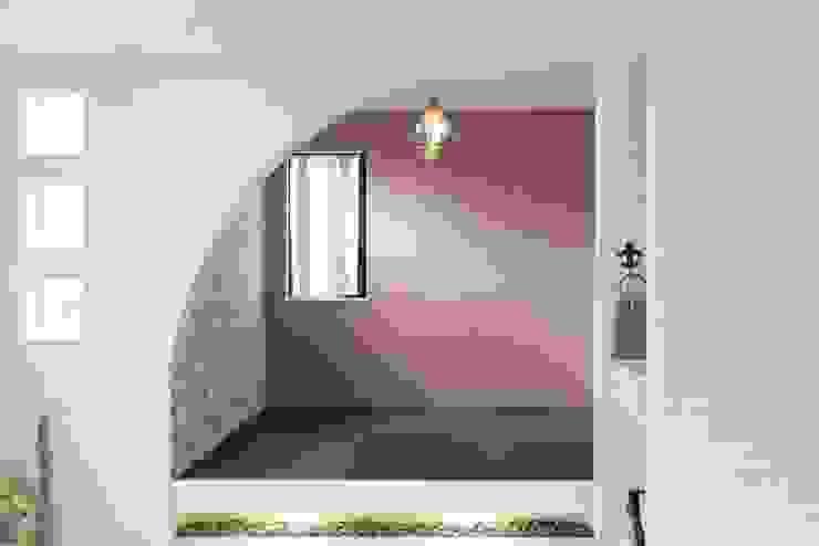 三方道路に囲まれた家 モダンデザインの 多目的室 の 株式会社 創匠 モダン