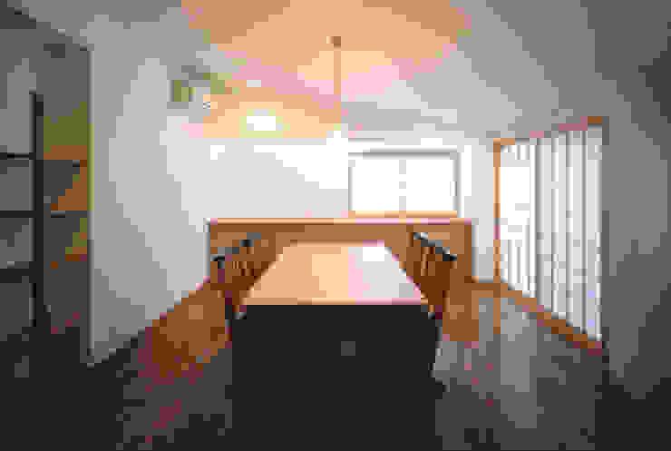 内観: MOW Architect & Associatesが手掛けた現代のです。,モダン