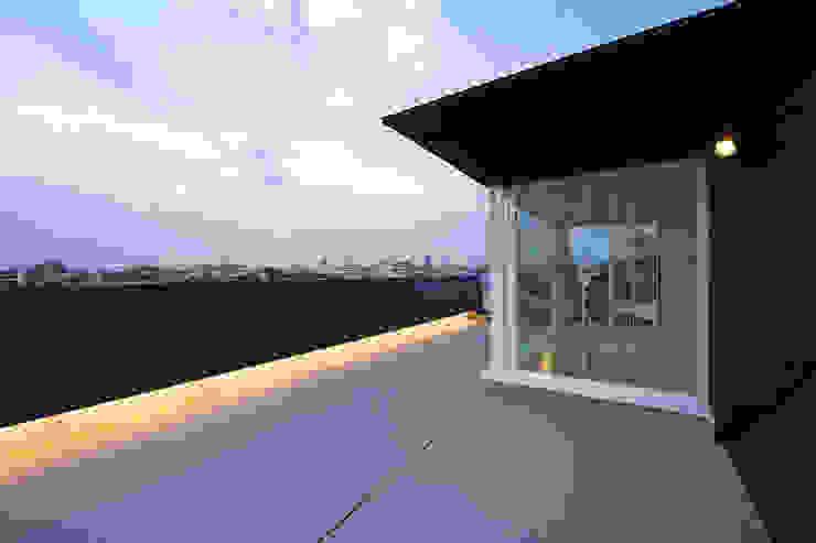 屋上テラス2: 岩井文彦建築研究所が手掛けたテラス・ベランダです。,オリジナル