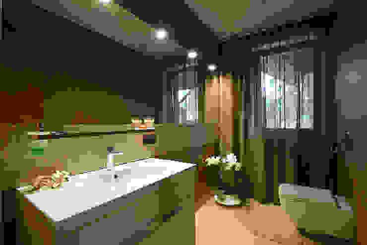 Nature and modern life Ванная комната в стиле модерн от Omela Модерн