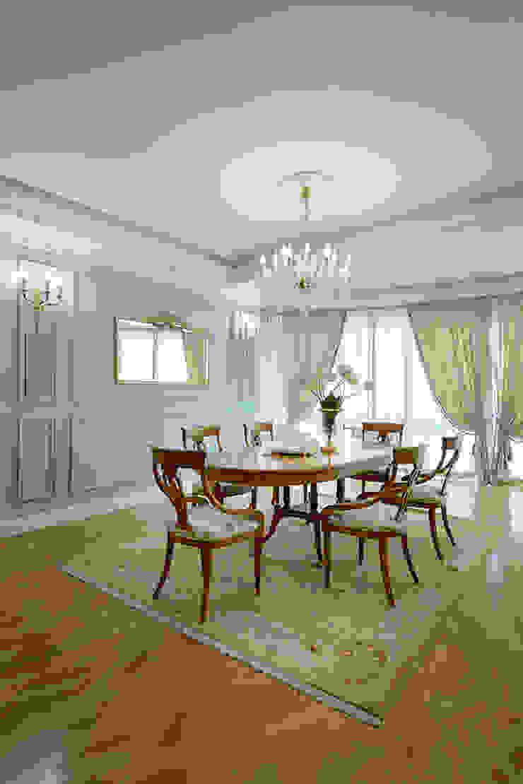 New classic Столовая комната в классическом стиле от Omela Классический