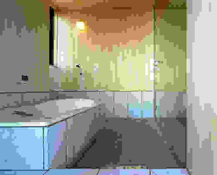 浴室 ミニマルスタイルの お風呂・バスルーム の 濱嵜良実+株式会社 浜﨑工務店一級建築士事務所 ミニマル