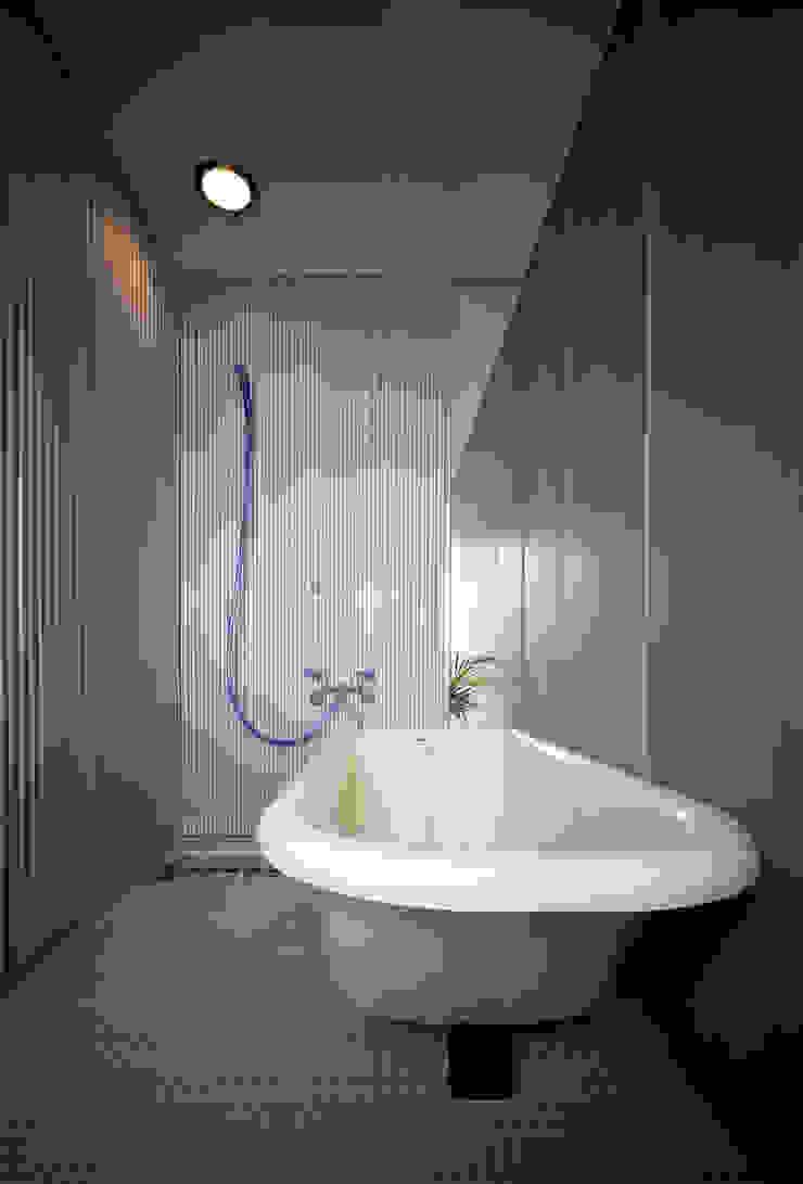 浴室 モダンスタイルの お風呂 の 濱嵜良実+株式会社 浜﨑工務店一級建築士事務所 モダン