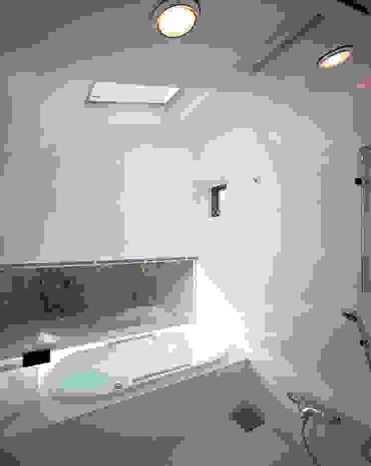 光を抱く家 オリジナルスタイルの お風呂 の 西島正樹/プライム一級建築士事務所 オリジナル