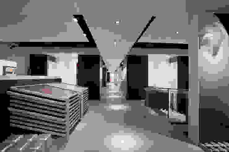 Showroom Bergmann Wien - Negozi & Locali commerciali in stile minimalista di Foschi & Nolletti Architetti Minimalista