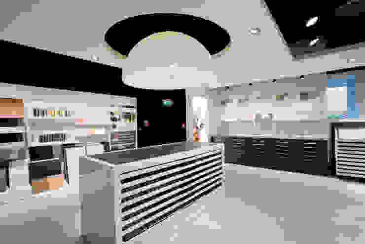 Showroom Bergmann Wien - area tecnica Negozi & Locali commerciali in stile minimalista di Foschi & Nolletti Architetti Minimalista