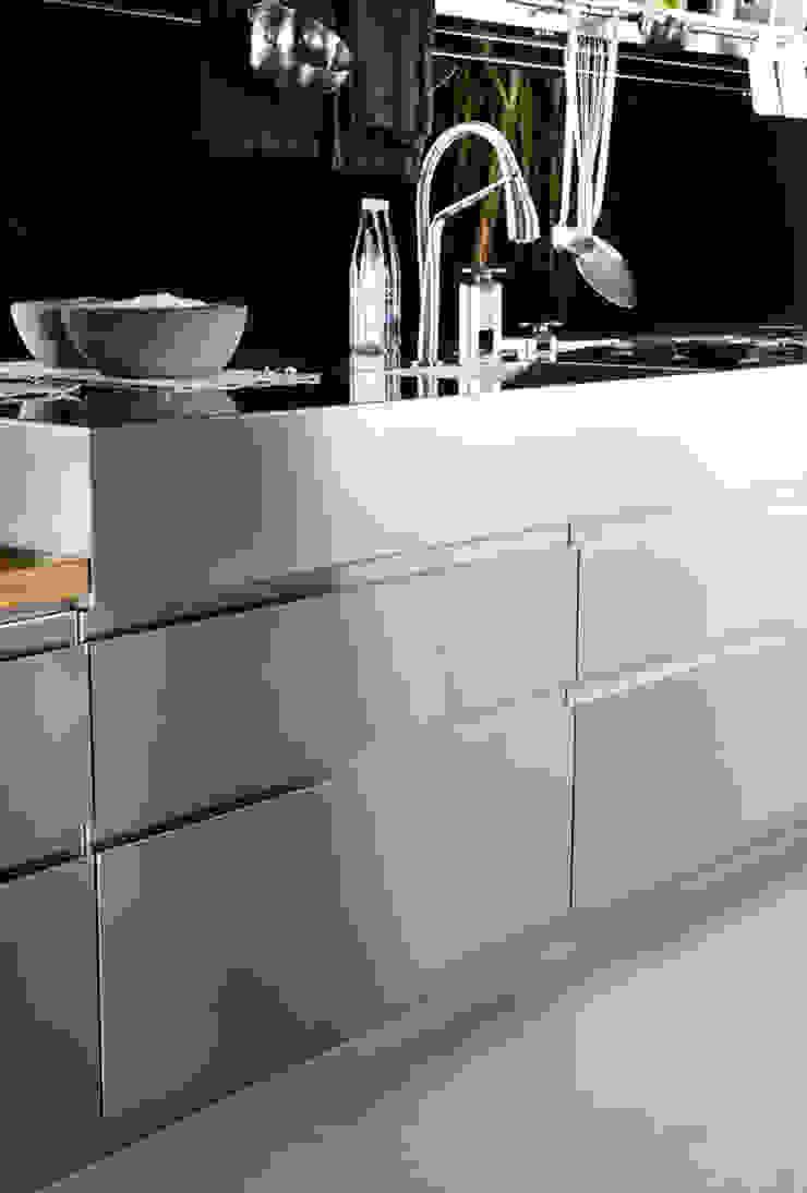Convivium Kitchen: modern  by Livingfurnish Ltd, Modern