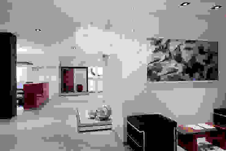 Showroom Bergmann Wien - ambientazioni Negozi & Locali commerciali in stile minimalista di Foschi & Nolletti Architetti Minimalista