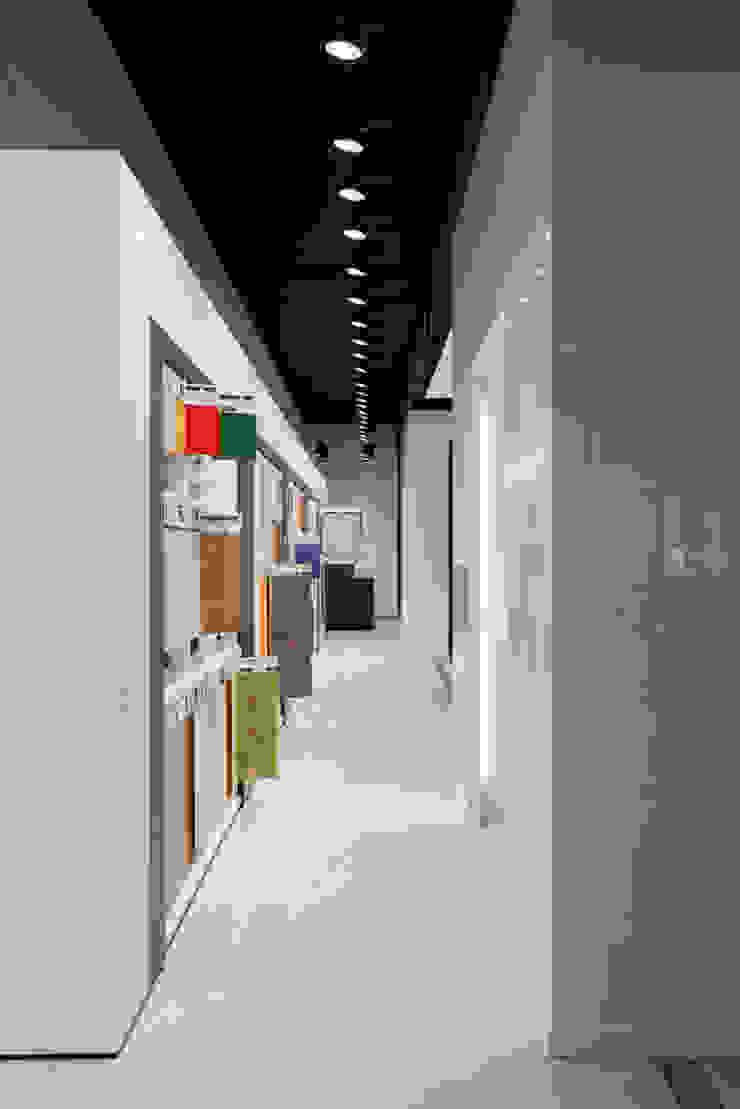 Showroom Bergmann Wien - galleria minimali Negozi & Locali commerciali in stile minimalista di Foschi & Nolletti Architetti Minimalista
