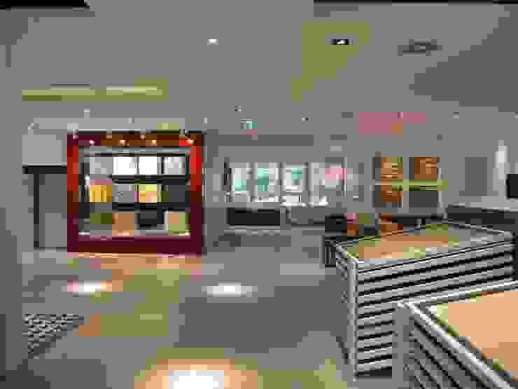 Showroom Bergmann Wien - zona di ingresso Negozi & Locali commerciali in stile minimalista di Foschi & Nolletti Architetti Minimalista