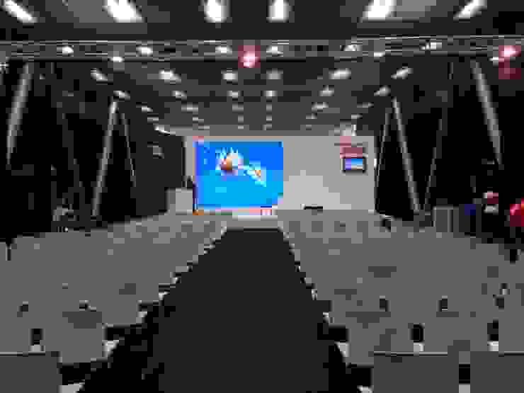 Galleria dell'Architettura-Cersaie 2014 Allestimenti fieristici in stile industrial di Foschi & Nolletti Architetti Industrial