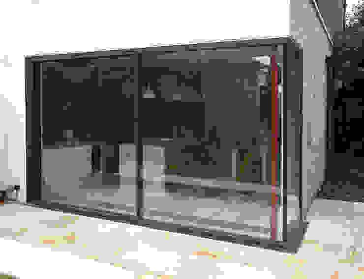 Lynton Road Modern windows & doors by IQ Glass UK Modern